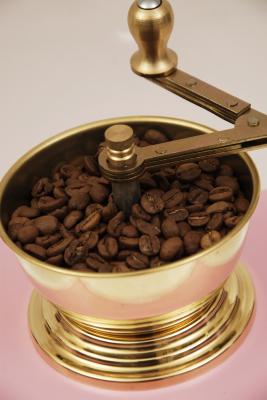 SOZEN WOODEN BOX COFFEE GRINDER - PINK